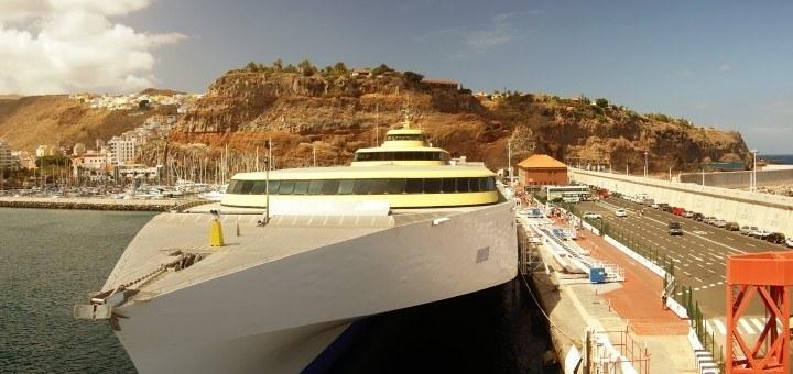 Роскошная яхта в Ла-Гомера