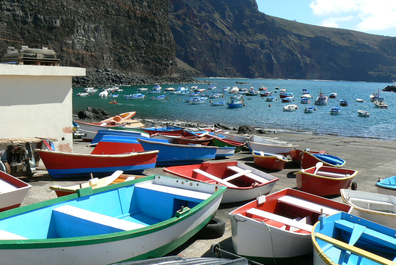 Лодки на морской набережной Валье-Гран-Рей